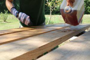 Laneno olje za naravno tretiranje lesa