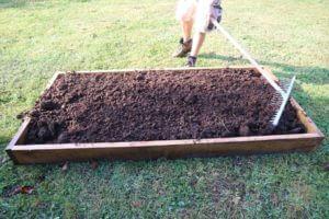Naslednji dve samokolnici konjskega komposta