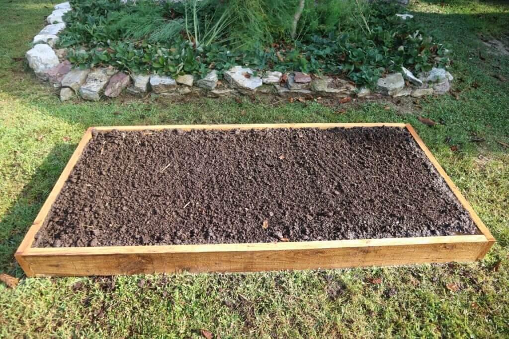 Ter še zadnja plast finega konjskega komposta