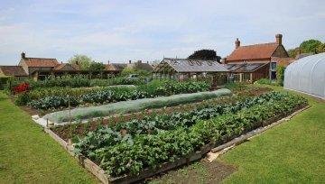 Obiskala sva svetovno znani vrt Charlesa Dowdinga v Angliji